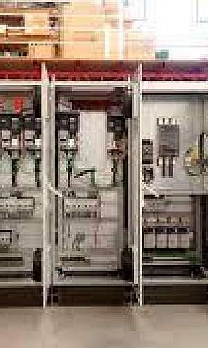 Montagem de painéis elétricos industriais